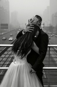 Wedding photos from a smog-day in Beijing, China. Source: http://bit.ly/1o6jan6