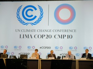A panel of IPCC scientists present the AR5 Synthesis Report in a main plenary hall