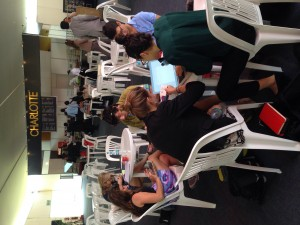 Sending emails and making contacts in the Voces por el Clima food court.