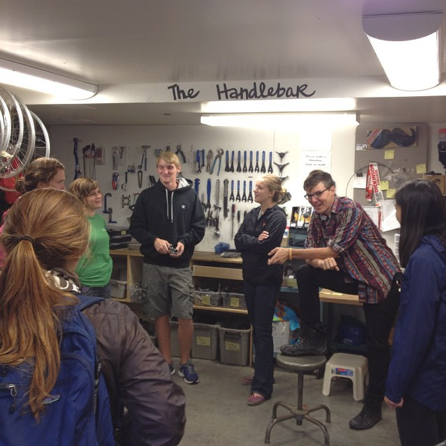 Last training sesh (as of now) for handlebar volunteers! Even though it is rainy and chilly the bikes of Dickinson still need attention. #cse #dickinsoncollege #thehandlebar #bikes @cse_dickinson
