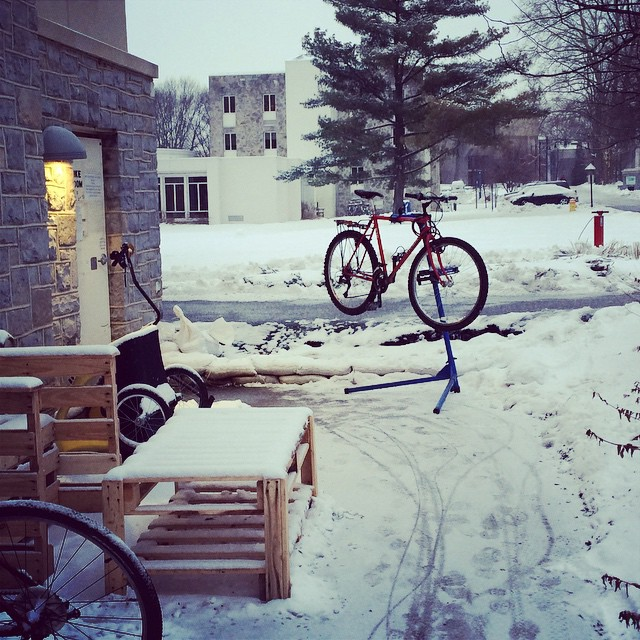 The #handlebar certainly doesn't think it's too cold out for fixing bikes! #dsonbikes #dsonsustainability #volunteer
