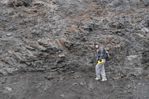 Ellie Was (DC) examining a vesicular cavity in a dike cutting through pillow lavas