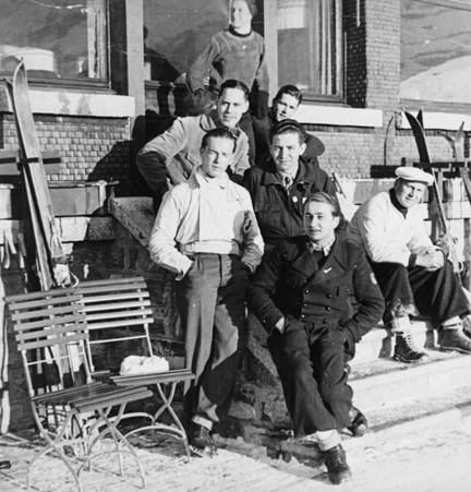 Group photo skiing