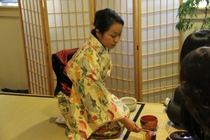 The East Asian Studies department hosted an event to introduce sado (Japanese tea ceremony) to students interested in Japanese culture. In the event, Dickinson students could observe a sado demonstration performed by a Japanese member of the Carlisle community.