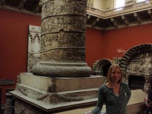 Alli morphed by a gargantuan column