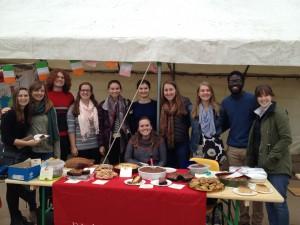 Les étudiants et le stand de Dickinson en France au marché au gras de Péchaou
