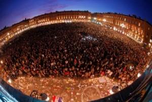 Des masses à place du Capitole