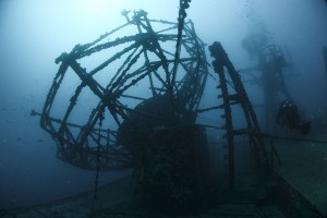 Diver_at_USNS_General_Hoyt_S._Vandenberg_(T-AGM-10)_wreck_off_Key_West_in_January_2015